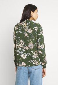 ONLY - ONLNOVA LUX SMOCK - Blouse - ponderosa pine/blossom green - 2