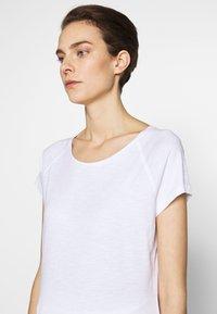 CLOSED - WOMEN´S - Basic T-shirt - white - 4