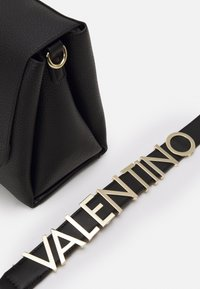 Valentino Bags - ALEXIA - Handbag - nero - 3