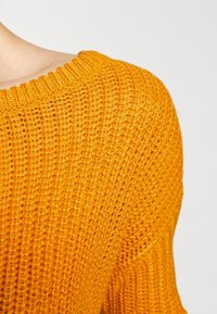 Missguided Petite - OPHELITA OFF SHOULDER - Jumper - mustard - 5