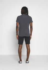 Levi's® - XX CHINO TAPER SHORT - Shorts - mineral black - 2