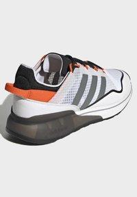 adidas Originals - ZX 2K BOOST PURE - Tenisky - ftwr white grey three orange - 2