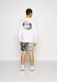 Sixth June - TROPICAL - Shorts - black/white - 2