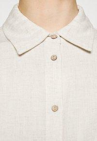 YAS - YASVIRO TIE SHIRT - Button-down blouse - eggnog - 4