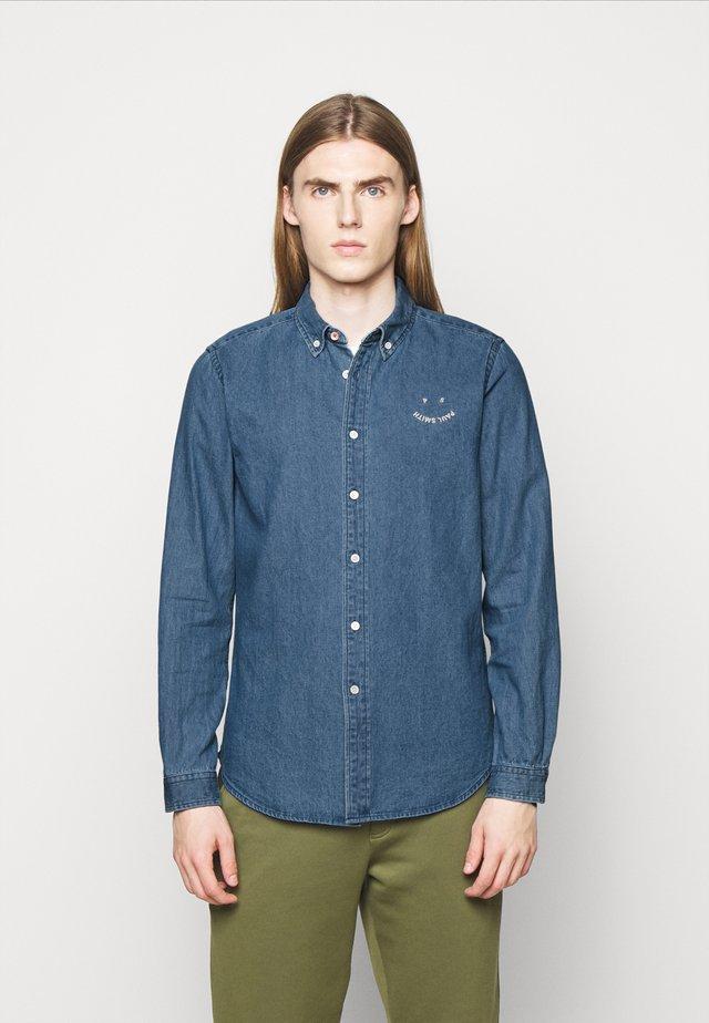 MENS TAILORED FIT - Skjorte - light blue