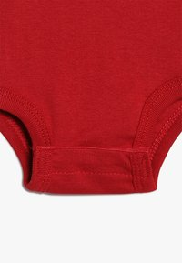Jordan - JUMPMAN HAT BOOTIE SET - Berretto - gym red/black - 4
