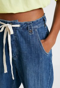 One Teaspoon - RODEO SAFARI HIGH WAIST RELAXED - Jeans Relaxed Fit - rodeo blue - 4