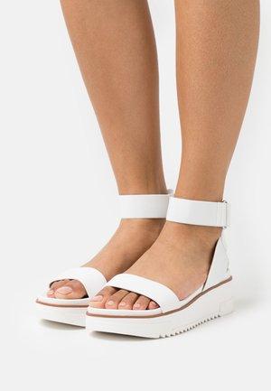 FLACHSEE - Platform sandals - white