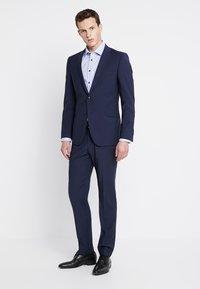 Seidensticker - BUSINESS KENT PATCH EXTRA SLIM FIT - Formal shirt - hellblau - 1