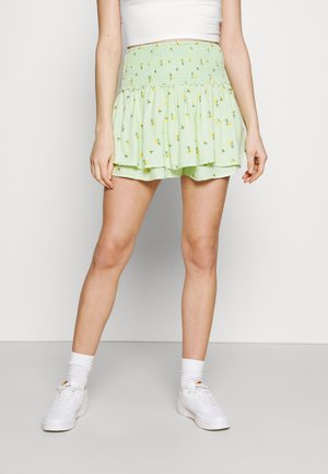 FLIRTY SMOCKED SKORT - Miniskjørt - green