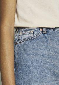 Monki - YOKO  - Flared Jeans - blue medium dusty - 4