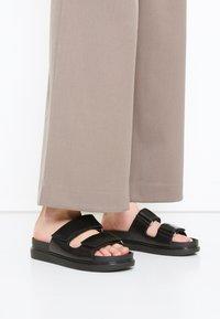 Vagabond - ERIN - Pantofle - black - 0