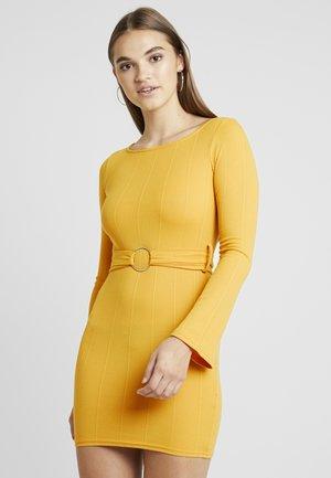 O RING BELTED DRESS - Denim dress - mustard