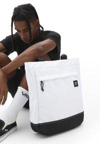 Vans - UA CONSTRUCT DX - Tote bag - white - 1