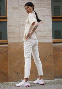 Nike Sportswear - REACT 55 - Trainers - white/desert ore/white/ember glow - 3