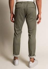 WORMLAND - Trousers - oliv - 2