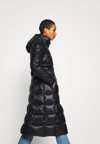 Calvin Klein - LOFTY  BELTED MAXI COAT - Dunkåpe / -frakk - black - 4