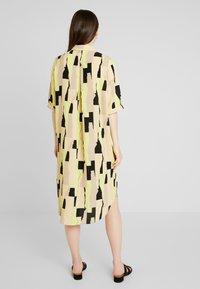Monki - DAMIRA SHIRTDRESS - Košilové šaty - tornpaper - 3