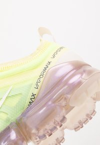 Nike Sportswear - AIR VAPORMAX 2019 SE - Trainers - luminous green/phantom/metallic sepia stone - 2