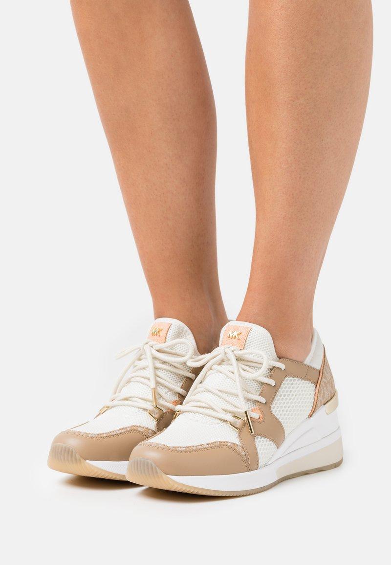 MICHAEL Michael Kors - LIV TRAINER - Sneakers laag - camel/multicolor