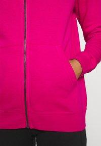 Nike Sportswear - HOODIE - Hettejakke - fireberry/white - 4