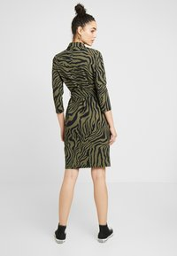 Expresso - STRONG - Jersey dress - olive - 2