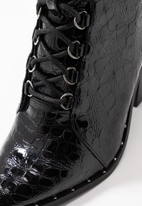 Missguided - STUDDED CROC LACE UP  - High heeled ankle boots - black - 2
