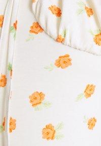 Glamorous Bloom - LADIES DRESS ROSE - Žerzejové šaty - white/orange - 2