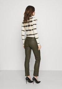 DAY Birger et Mikkelsen - DOGUNA - Leather trousers - deep - 2