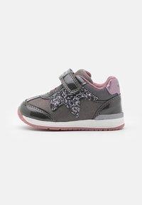 Geox - RISHON GIRL - Sneakers laag - dark grey - 0