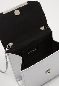 Even&Odd - Across body bag - silver - 4
