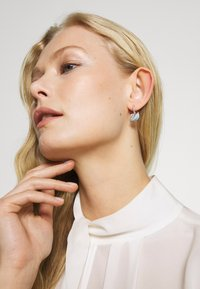 Swarovski - ICONIC SWAN HOOP - Earrings - multi