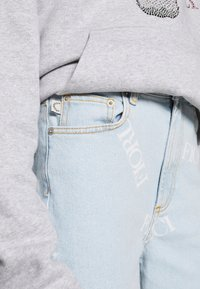 Fiorucci - SCATTERED LOGO TARA LIGHT VINTAGE - Jeans a sigaretta - blue denim - 5