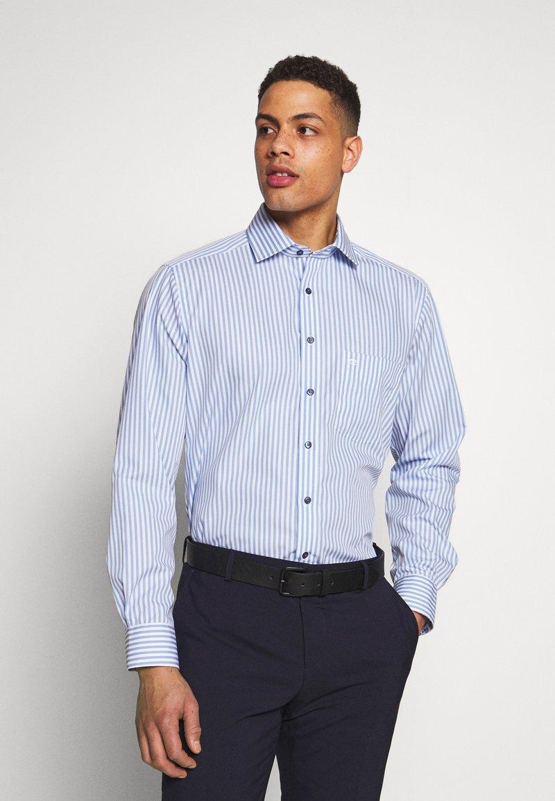 OLYMP - OLYMP LUXOR MODERN FIT - Shirt - bleu