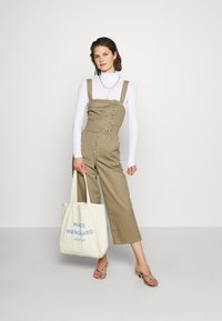 Who What Wear - THE CROSS BACK DUNGAREE - Dungarees - light tobacco - 1