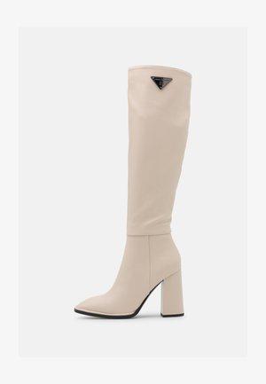 Kozačky na vysokém podpatku - white