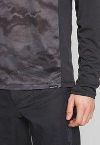 Dakine - SYNCLINE - Sports shirt - black/dark ashcroft - 5