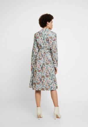 DRESS FLORAL PATTERN PRINT - Košilové šaty - off-white