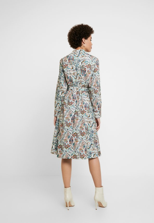 DRESS FLORAL PATTERN PRINT - Vestido camisero - off-white