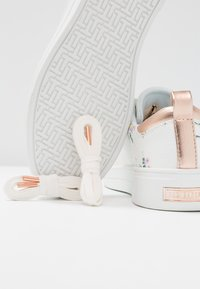Ted Baker - ACANTHA - Sneakers laag - white fortune - 7