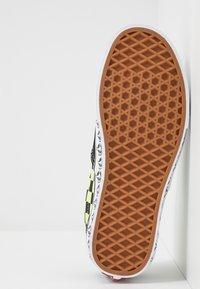 Vans - ERA - Sneakersy niskie - black/sharp green - 4