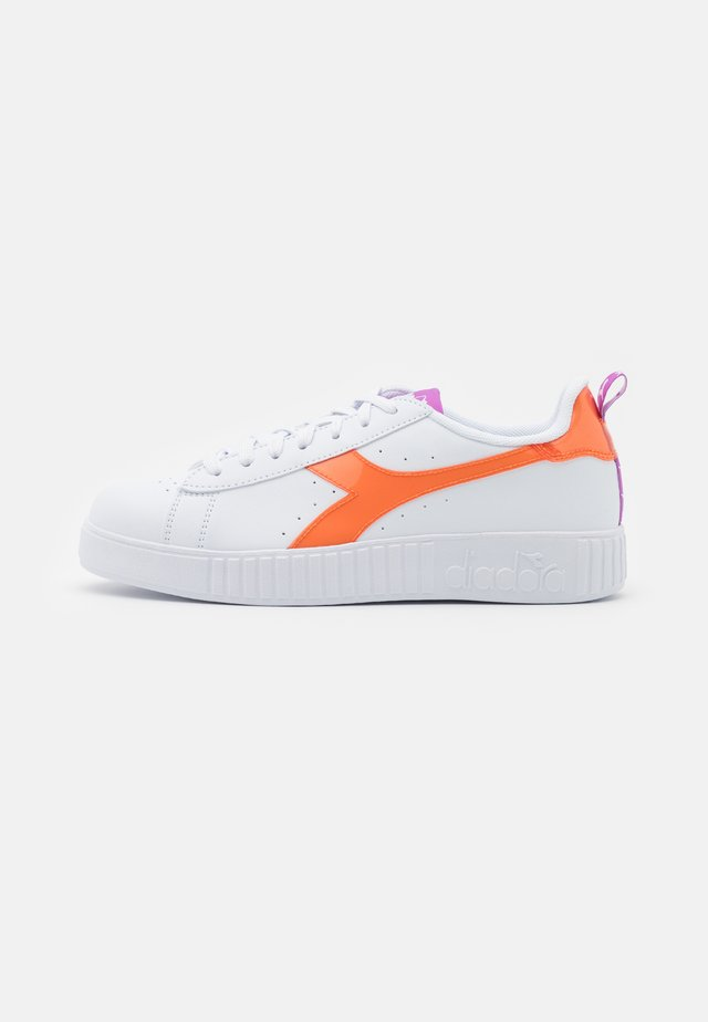 GAME STEP LUCID - Sneakers basse - white/orange