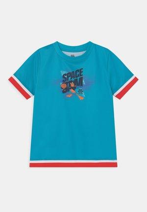 SPACE JAM JUMP BALL TEE UNISEX - T-shirt print - teal