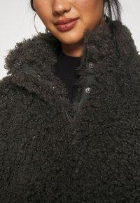 Vero Moda - VMBARRYTIFFANY  SHORT JACKET - Winter jacket - peat - 7