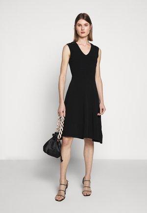 PEEK A BOO SHOULDER DRESS - Žerzejové šaty - black