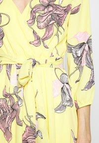 s.Oliver BLACK LABEL - KLEID KURZ - Day dress - lemonade - 5