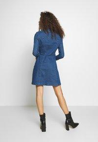 Noisy May Petite - NMLISA ZIP DRESS - Denim dress - medium blue denim - 2