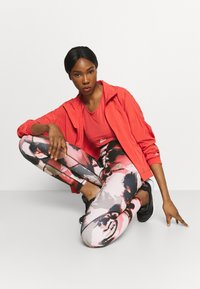 ONLY Play - ONPJABINA LIFE TRAIN - Leggings - peachskin/black - 1
