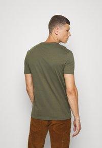 Pier One - Basic T-shirt - olive - 2