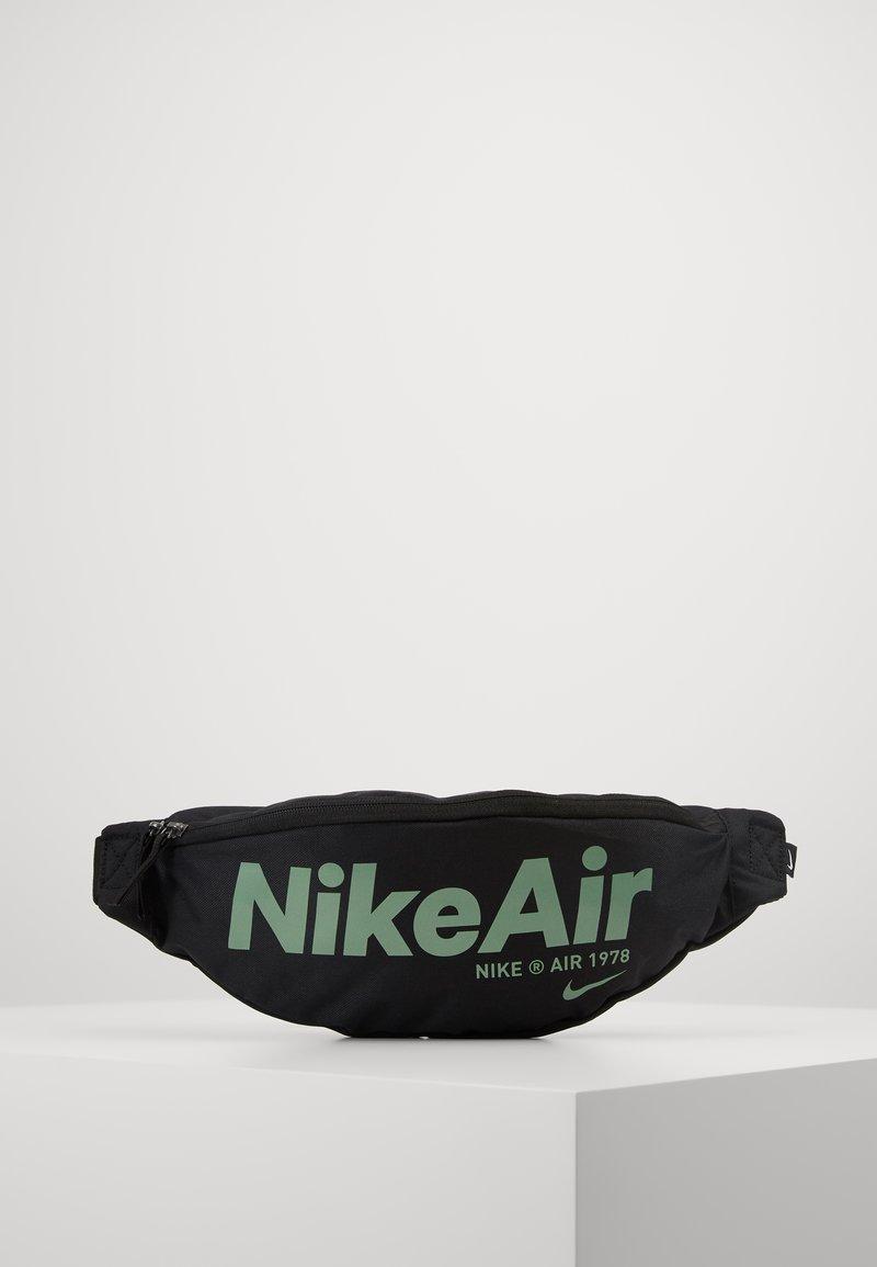 Nike Sportswear - HERITAGE - Bæltetasker - black/silver pine